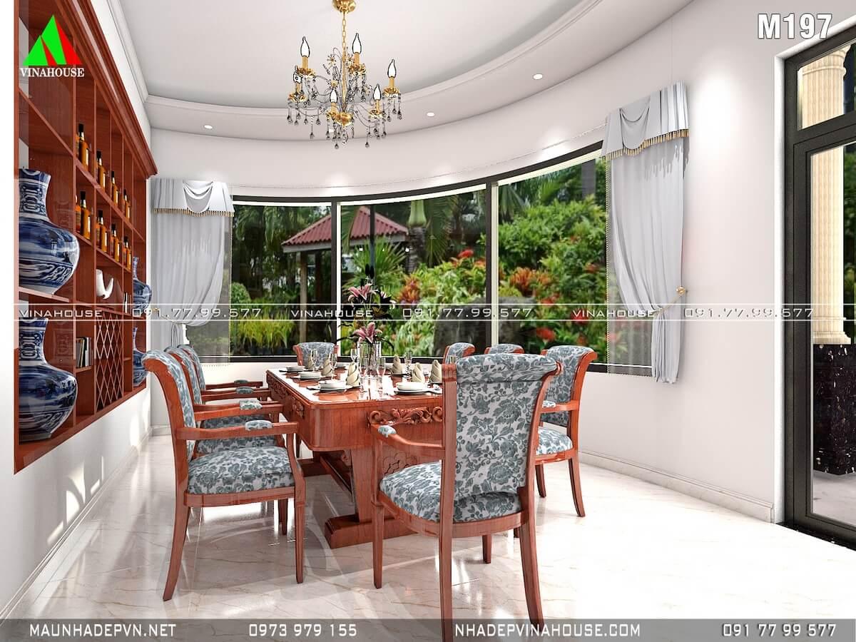 Phòng ăn đẹp với cửa kính lớn